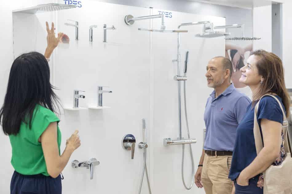atencion-cliente-duchas-bano Exposición Azulejos Cerámica y Baño